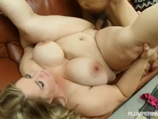 Busty Chubby Mature Babe fucks the gardner