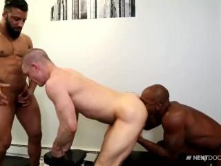 NextDoorEbony Cum On Gym Buddies