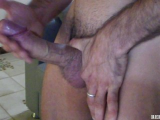 Horny guy wank and cum!