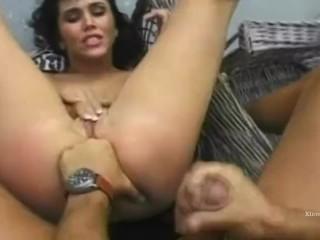 il grande Rocco sottomette tre calde donne brune e bionde