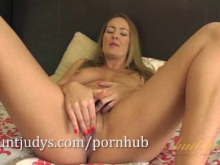 MILF Elexis Monroe Gives Her Pussy a Little Caress