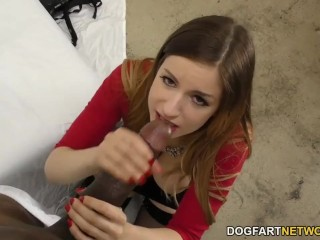 Stella Cox si gode il sesso anale con un Mandingo