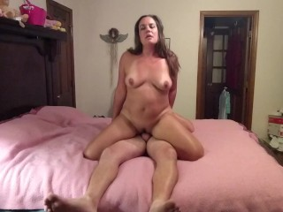 Amateur couple fucks in in-laws bed while housesitting...