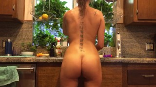 Preview 4 of Riley Reid does the dishes naked