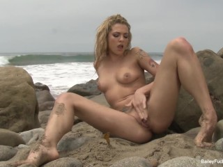 Dahlia Sky masturbates and squirts on the beach