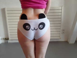 Hot emo girl shows her bubblebutt in cute kawai panda panties