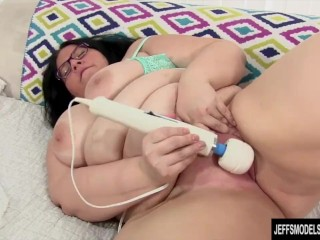 Cock hungry BBW Becki fucks herself