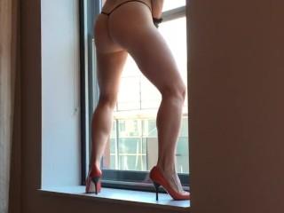 Nicki Skylar shows it all off in public.