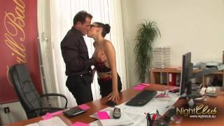 Deutsche MILF im Büro gefickt