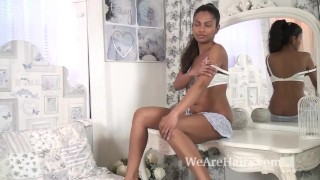 The ebony beauty Alishaa Mae strips naked in bed