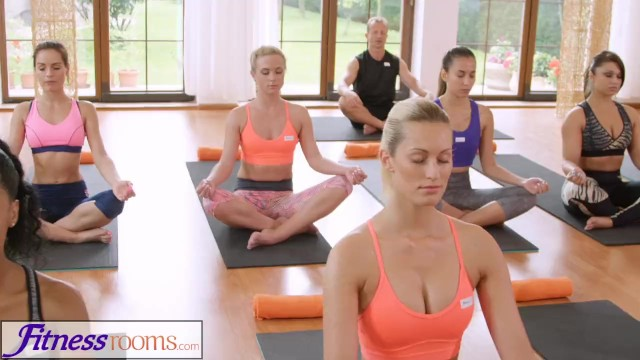 Fitnessrooms groups yoga session ends with a sweaty creampie 10
