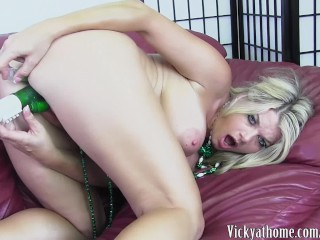 An Anal St Pats! Big Titted MILF Vicky Vette Sticks A Green Toy in Her Ass!