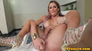 Gorgeous tranny pleasures her asshole
