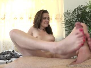 Peyton Robbie Loves Cum on Her Red Toes