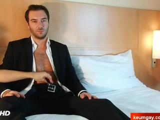 A nice innocent str8 bankster serviced his big cock by a guy!