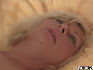 Blonde woman gets her old pussy slammed