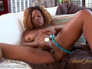 Sexy Jazzy loves her dildo