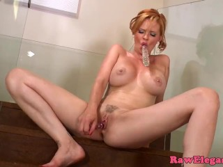 Glamour babe solo analplaying with dildo
