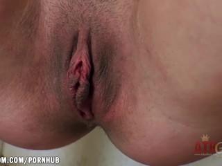 Alyssa Cole loves to pee and masturbate