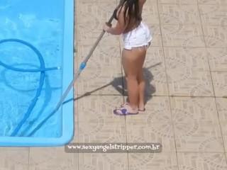 Brazilian girl Cleaning the swiming pool voyeur