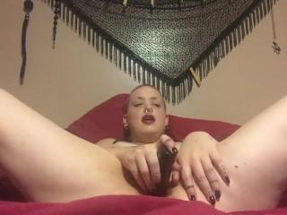 Sojourner Desperately Masturbates in Bed with Vibrator