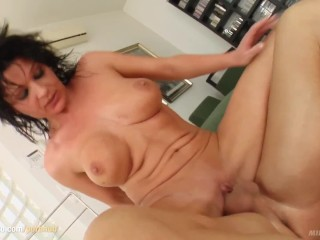 Milf Thing delivers Bell mature milf gonzo porn scene