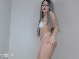 Petite LittleMissElle teases with her all natural curves