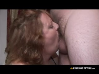 Older white chick sucks cock