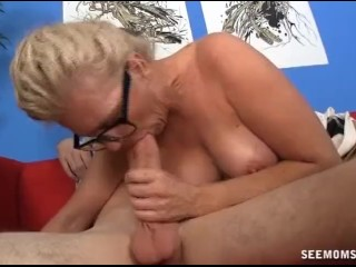 Mature woman sucks a dick