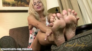 Preview 2 of Payton Leigh shows her feet for you