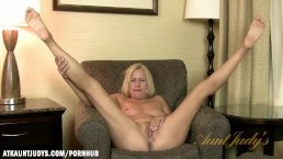 Payton Leigh shows her feet for you