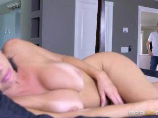 Brazzers - Sexy Milf Veronica Avluv ama i cazzi grandi