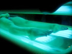 BRUNETTE WIFE MASTURBATING WHILE TANNING SPY CAM 3 CLIPS