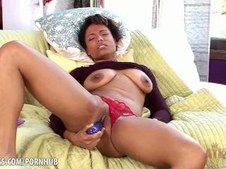 Quinn Quest loves her big vibrator