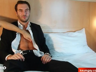 Stefan, Handsome straight banker at your service !