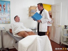 Brazzers – Dirrty Nurse deepthroats cock