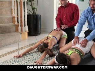 DaughterSwap -   Aiutando le nostre sorelle a fare stretching & scopare