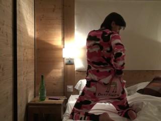 Hot Anal Morning in Hotel - Matin Coquin Anal à l'hotel by Vic Alouqua