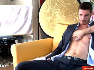Olivier, Handsome straight banker at your service !