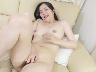 Sexy Japanese cougar Mari Inui introduced to sex toys and cock