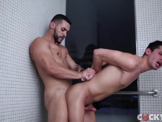 Arad WinWin Fucks Liam Riley
