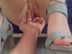 : Unbelievable Huge Squirting Orgasm Against The Background Of The Feet