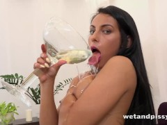 Lexi Dona tastes her own piss in hot watersports video