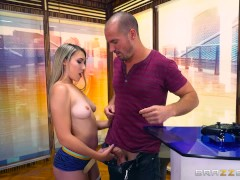 Brazzers – Gamer girl Kimber lee needs a distraction