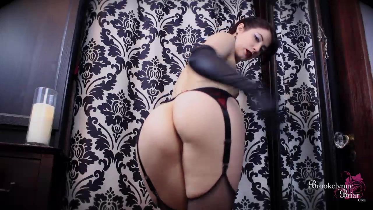Brookelynne briar rides a dildo and plays with her clit