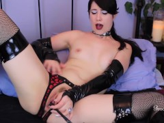 Sexy Goth Girl Slaps And Fucks Pussy With A Crop