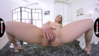 sexy Violetta Pink masturbating for you