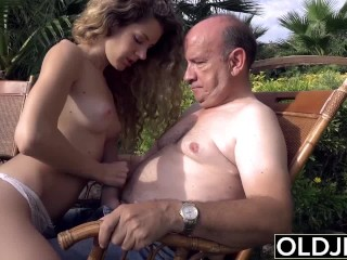 Teen wants to suck an old man cock and get fucked in her pussy gets facial