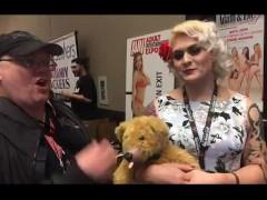T-Girl Porn Star Isabella Sorrenti w/ Jiggy Jaguar AVN Expo 2017 las Vegas