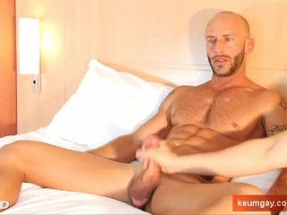 Alain innocent delivery guy serviced his big cock by a guy!